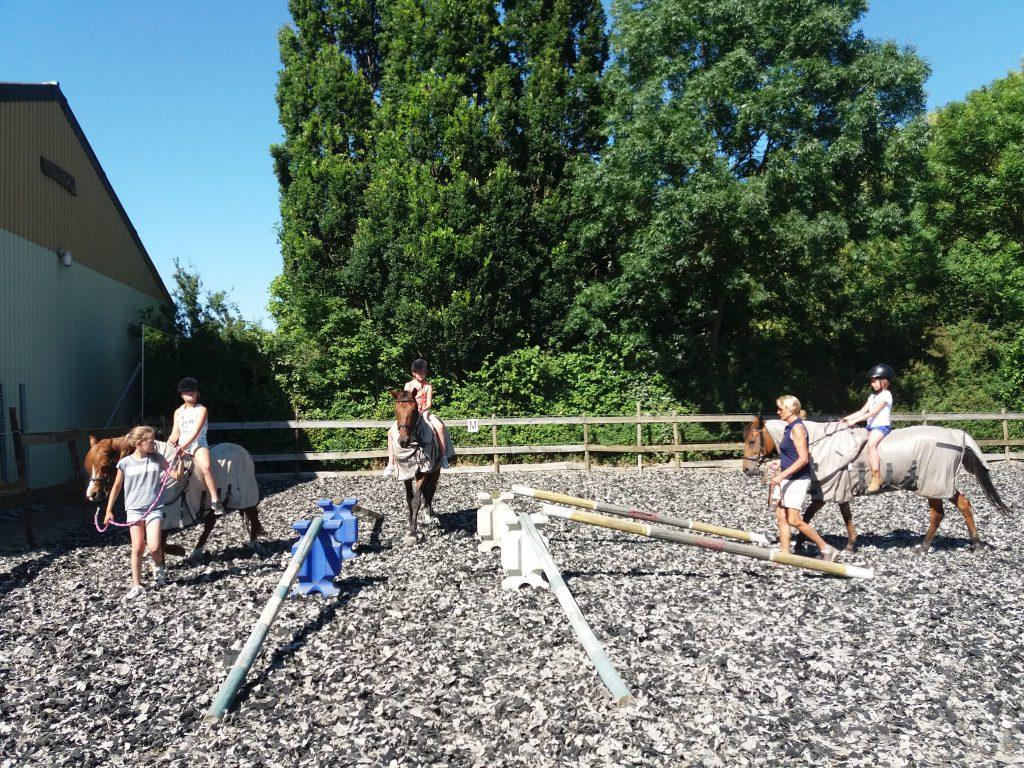 activiteiten-ponyochtend-ponydagkamp-contact-Stal-Schouten-Paardrijlessen-Rijlessen-Wemeldinge-Ponykamp