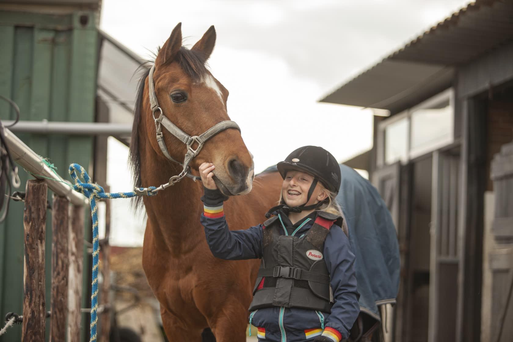 Paardrijden-zonder-angst-bij-Stal-Schouten-Wemeldinge-rijlessen